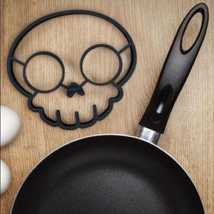 *FREE when bundled* Skull Egg/Pancake Mold
